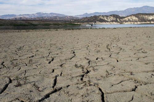 Cracked-LakeCachuma-drought-waterconservation-MissionandState-SantaBarbara